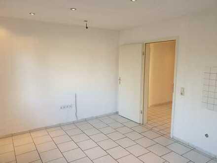 Geräumige helle Wohnung mit Badewanne und Wohnküche