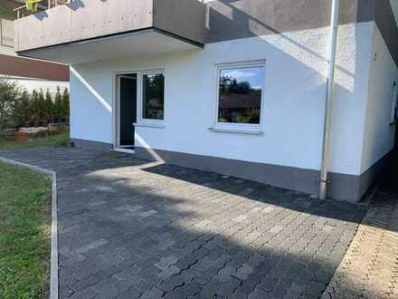 Ruhig und zentral von Horhausen mit Terrasse schöne 2-Zimmer-Küche Duschbad ebenerdig