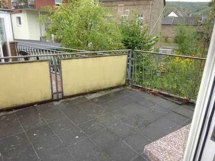 Helle Wohnung mit großer Terrasse und EBK für nettes Paar oder Einzelperson!