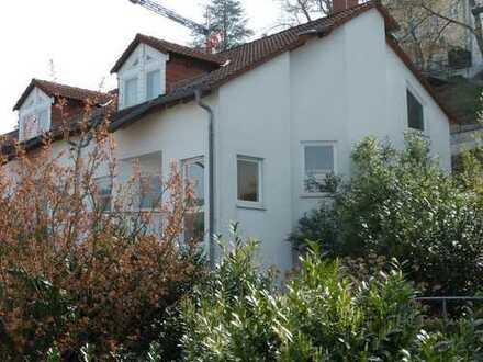 moderne Doppelhaushälfte mit Blick auf Neckar
