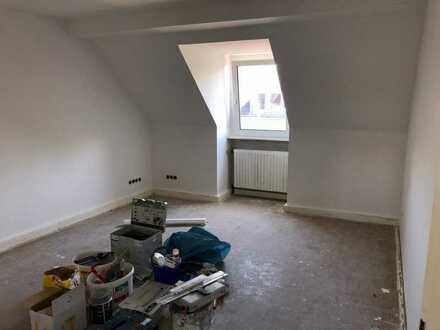 Wohnen im Agnesviertel - vollständig renovierte 3-Zimmer Dachgeschosswohnung
