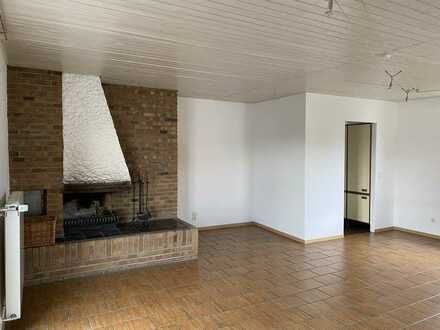 Gepflegte Doppelhaushälfte mit zwei Zimmern, Balkon und offenem Kamin