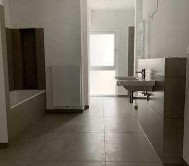 Erstbezug nach Kernsanierung- geschmackvoll ausgestattete 2,5-Zimmer Wohnung mit großer Terrasse