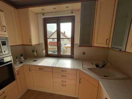 Gepflegte Wohnung mit 4,5 Zimmern sowie Balkon und EBK in Neuenhinzenhausen