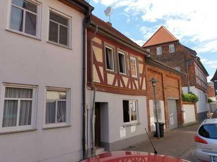 Dieburg Fußgängerzone - schönes kleines Fachwerkhaus