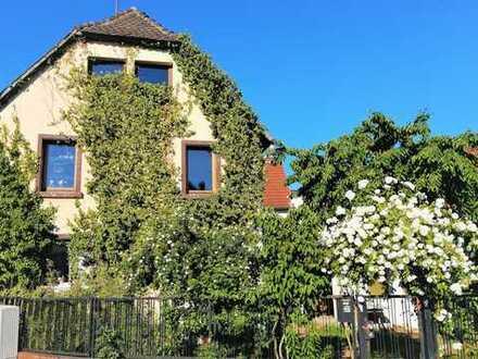 RUHE UND FRIEDEN: Zauberhafte 4-Zimmer-Wohnung in urgemütlichem Fachwerkhaus