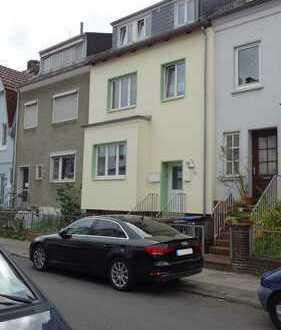 schöne renovierte 2-Zi.-Dachgeschosswohnung mit Gartenbalkon