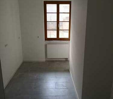 Erstbezug nach Sanierung, 3-Zimmer-Wohnung mit Balkon in Neustadt an der Weinstraße, Mitte