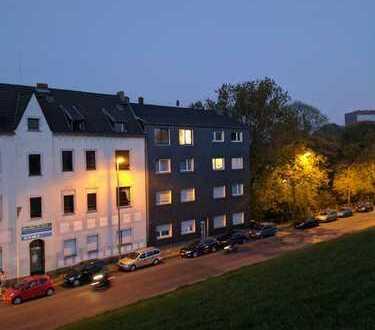 Wohnung mit Rheinblick, renovierten Badezimmer und Wellnessdusche