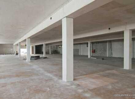 Produktions-/Lagerhalle in Garching bei München mit ebenerdiger Andienung und zusätzlichem Büro.