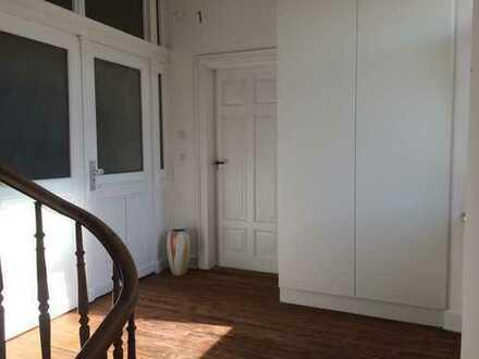 Wunderschöne 4 Zimmer-Altbauwohnung mitten in der Stadt