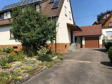 +++ Schönes Zweifamilienhaus mit Garten, Garage und EBK in Aspach zu vermieten ! +++