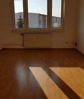 schöne 1 Raum Wohnung mit Einbauküche im Dachgeschoss