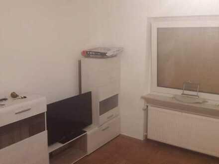2 Zimmer (13 und 18 qm) mit Balkon und großer EBK in einer 4 Zimmer Wohnung in Bad Soden zu vermie