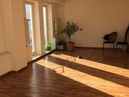 4-Zimmer Wohnung in schöner Hofreite Am Schlosspark, Biebrich