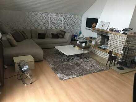Exklusive, neuwertige 3,5-Zimmer-DG-Wohnung mit Balkon und Einbauküche in Weil der Stadt