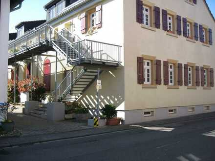 Exklusive 3-Zi.-Eigentumswohnung in historischem Ambiente in Friedelsheim