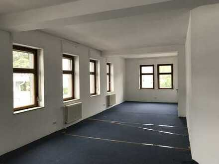 Einzelhandels-/Bürogebäude in zentraler Fachmarktlage, direkt vom Eigentümer