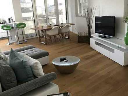 Stilvolle, möblierte, geräumige drei Zimmer Dachgeschosswohnung incl. grossem Dachgarten und Balkon