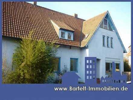 Leinhausen/Herrenhausen: Großzügiges Wohnhaus mit Einliegerwohnung in zentraler Lage