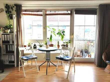 STUDIO / 1-Zi.-Apartment mit Balkon & offenem Dachstuhl + TG-Stellplatz