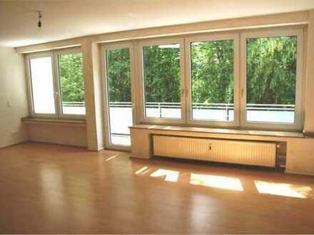 Schöne 3-Zi-Wohnung (Balkon und EBK) in gepflegter Seitenstrasse in Vennhausen (Siedlung Freiheit)