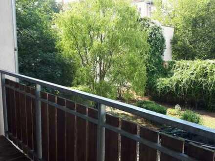 *Wunderschöne 4-Raumwohnung mit einem Balkonblick ins Grüne im beliebten Schleußig an der Kö*