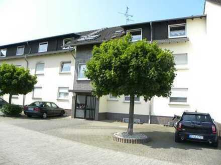 Gepflegte 3-Zimmer-DG-Wohnung mit Balkon und EBK in Obertshausen-Hausen