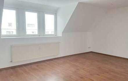 +++ Sanierte und geräumige Dachgeschosswohnung +++