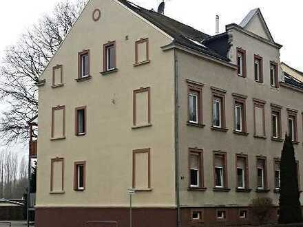 Offen geschnittene DG-Wohnung über 2 Etagen mit Kamin und Garage