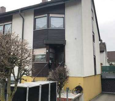Schönes, geräumiges Haus mit vier Zimmern in Böblingen (Kreis), Renningen