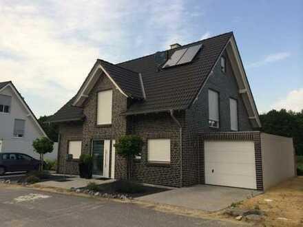 Einfamilienhaus mit Garage , ca. 144 m2 Wfl., 696 m2 Grundstück (auch als Mietkaufvariante möglich)