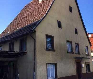 Altes Wohnhaus mit Scheune und schönem Grundstück