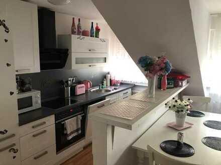 Sanierte 2-Zimmer-DG-Wohnung mit EBK in Mannheim