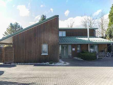 Gewerbefläche mit Wohnhaus in idyllischer Lage