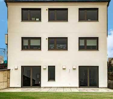 Für WO - End Heimfahrer: Exklusiver Erstbezug 1-Zimmer Wohnung mit EBK und Terrasse, teilmöbliert