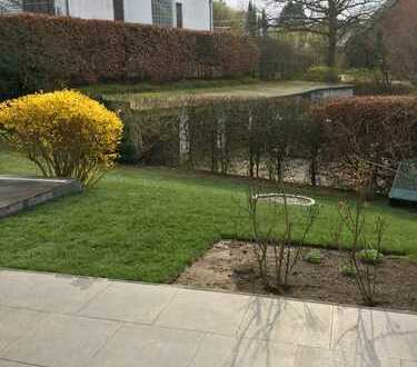 Hochwertig sanierte Einzimmerwohnung mit einer schönen Terrasse direkt am Alsterlauf