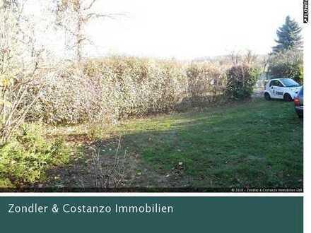 Großer, relativ ebener Garten * Gartenhäuschen * Holzpergola * direkt anfahrbar, PKW-Stellplätze