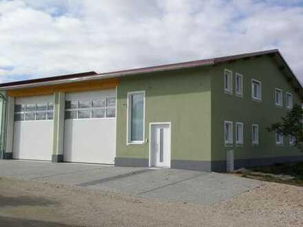 Sichtlage St2238! Neuwertige Werkstatt- oder Lagerhalle mit Nebenflächen!