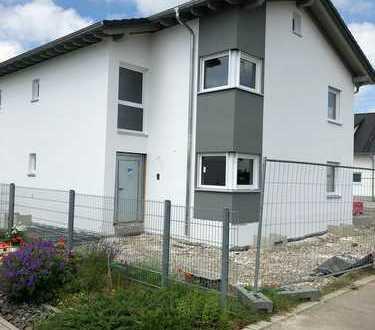 Erstbezug mit Terrasse und integrierter -Einliegerwohnung