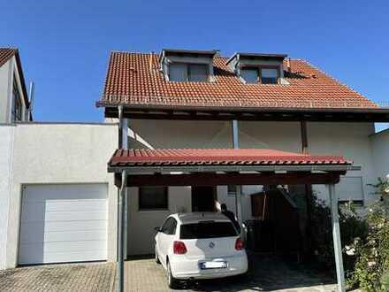 Gepflegte 4-Zimmer-Doppelhaushälfte mit Einbauküche und vier PKW Stellplätzen in Öschelbronn