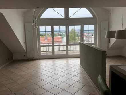 Neuwertige 4-Zimmer-Maisonetten - Wohnung mit Balkon und Einbauküche in Öhringen