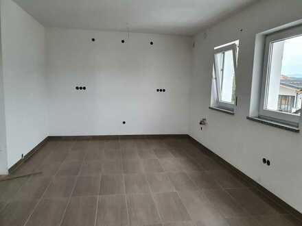 Erstbezug nach Sanierung: ansprechende 2,5-Zimmer-DG-Wohnung in Deggendorf