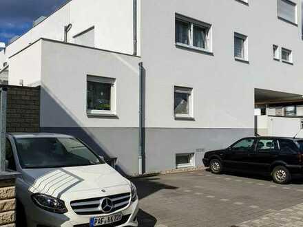 Schönes, geräumiges Haus mit vier Zimmern in Ingolstadt, Mitte  Tel. 017621005738