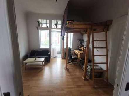 Großräumige 4-Zimmer-Wohnung mit Balkon in Bremer Altbau