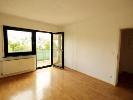 Zentral in Rodgau Jügesheim. 3 Zimmerwohnung mit Balkon und Carport.