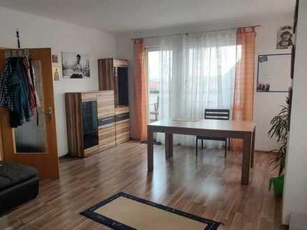 3 Zimmerwohnung in toller Lage, mit Einbauküche, Loggia und PKW Stellplatz