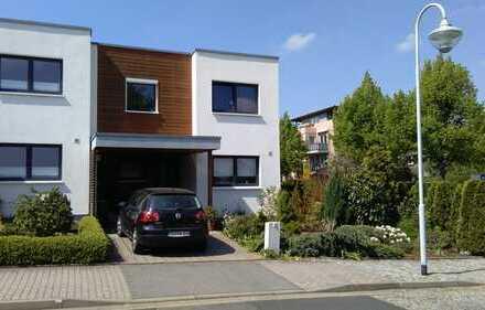Modernes Reiheneckhaus mit Südausrichtung, Garten & Carport