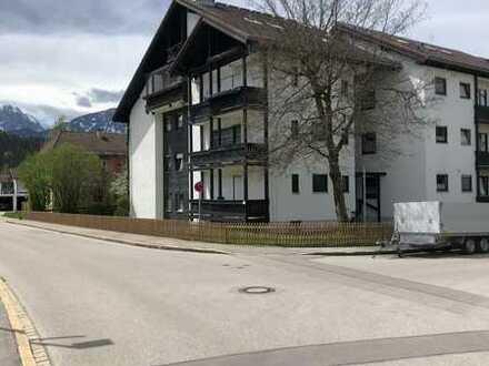 Gelegenheit! von Privat! Schöne, neuwertige 3-Zimmer-Wohnung mit zwei Balkonen und Einbauküche