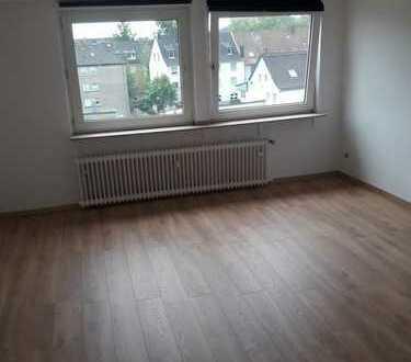 Schöne, helle 3 Raum-DG-Wohnung